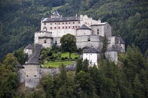 Hohenwerfen Kalesi, Avusturya'nın Salzburg şehri yakınlarındadır.